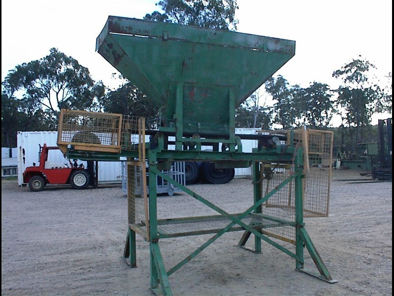 custom built bag filling conveyor bin 260608 005