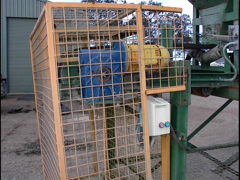 custom built bag filling conveyor bin 260608 011