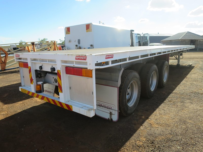 barker extendable trailer 265218 001