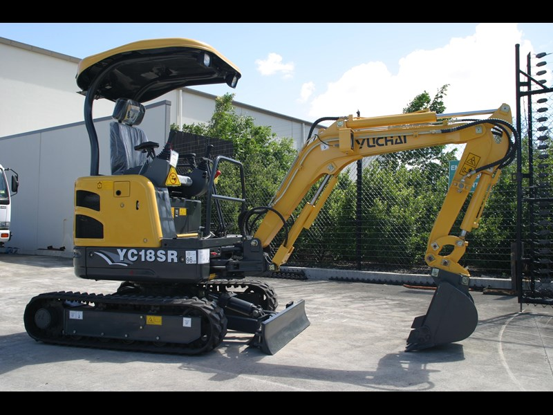 yuchai 1.8ton excavator and trailer combo 275750 005