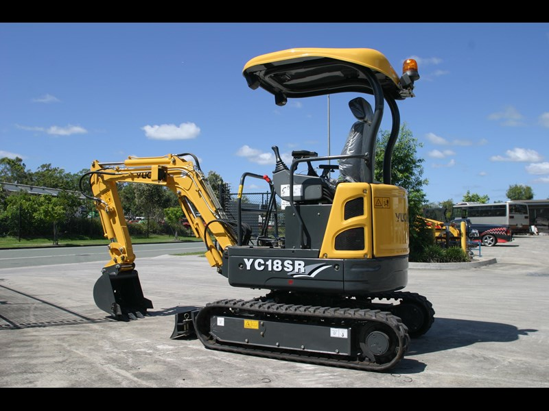 yuchai 1.8ton excavator and trailer combo 275750 007