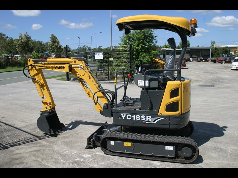 yuchai 1.8ton excavator and trailer combo 275750 009