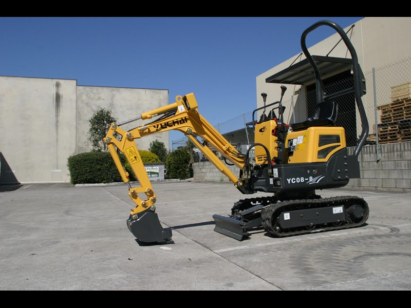 yuchai yc08-8 excavator and trailer combo 275748 015