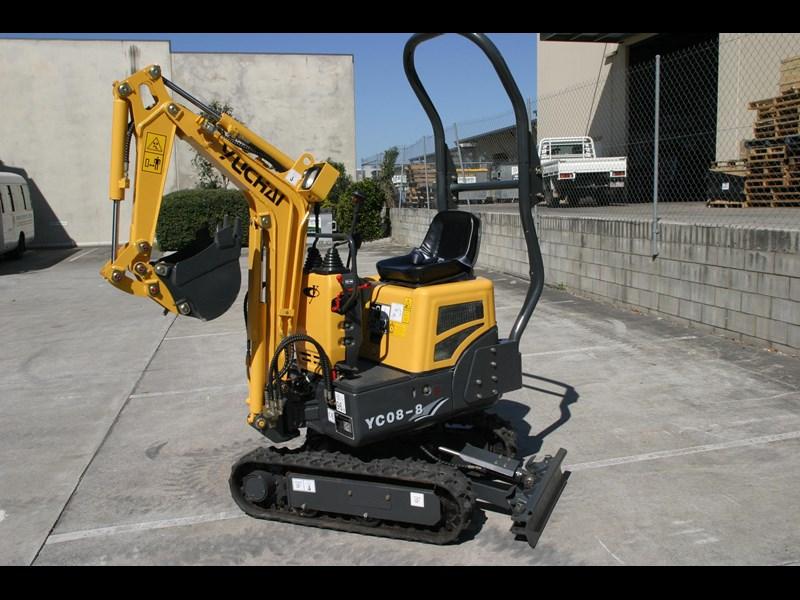 yuchai yc08-8 excavator and trailer combo 275748 027