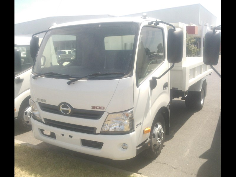 hino 300 series - 716 factory tipper 277793 001