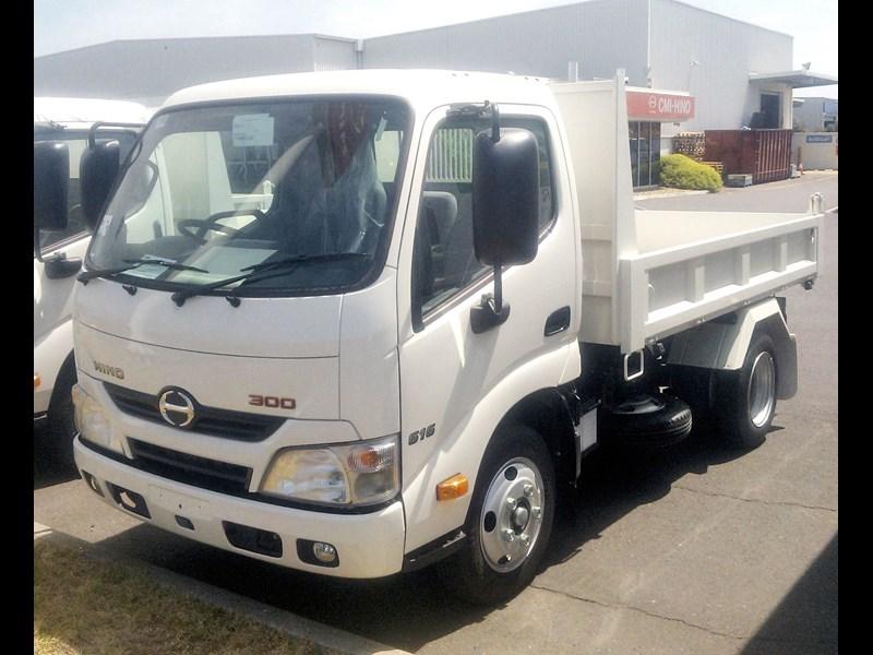 hino 300 series - 616 ifs short factory tipper 277924 001