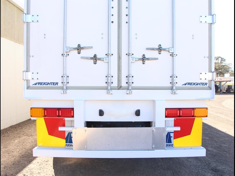 freighter 45ft auto hold curtainsider trailer 283052 008