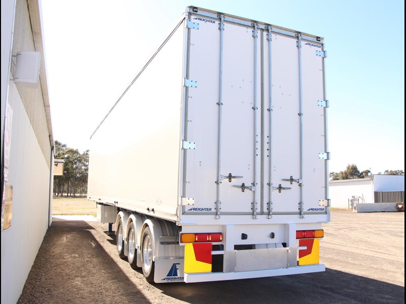 freighter 45ft auto hold curtainsider trailer 283052 009