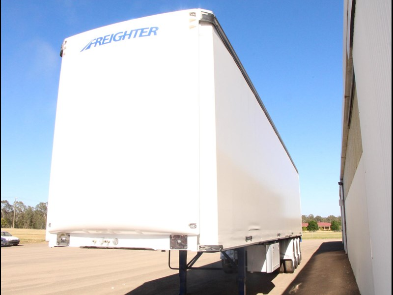 freighter 45ft auto hold curtainsider trailer 283052 013
