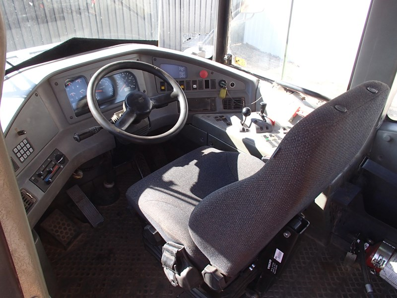 volvo a30d 284446 009