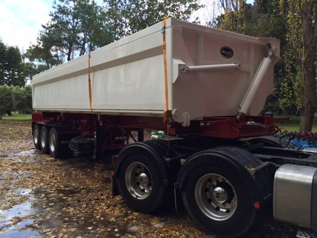 bullet tri axle side tipper 297037 013