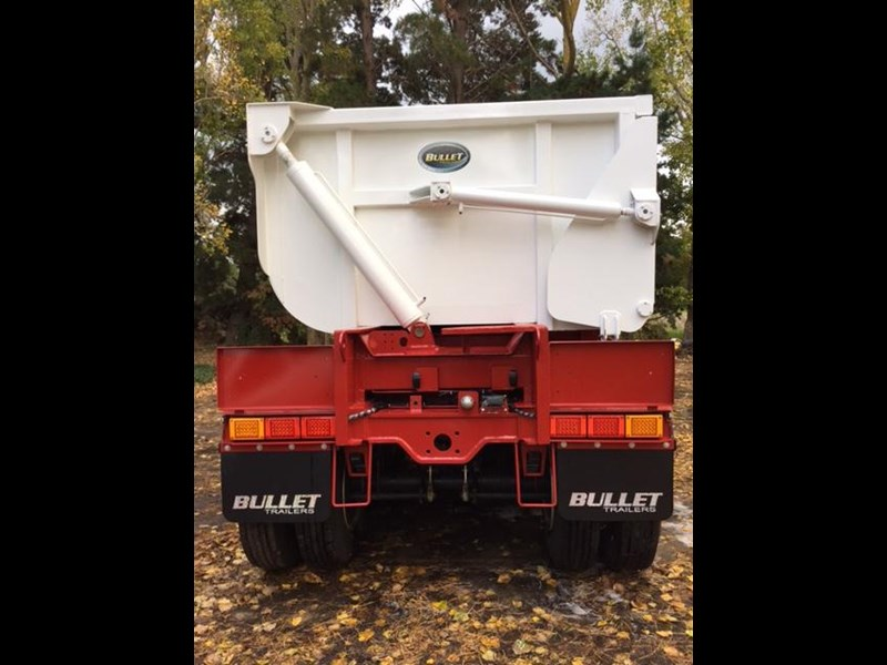 bullet tri axle side tipper 297037 015