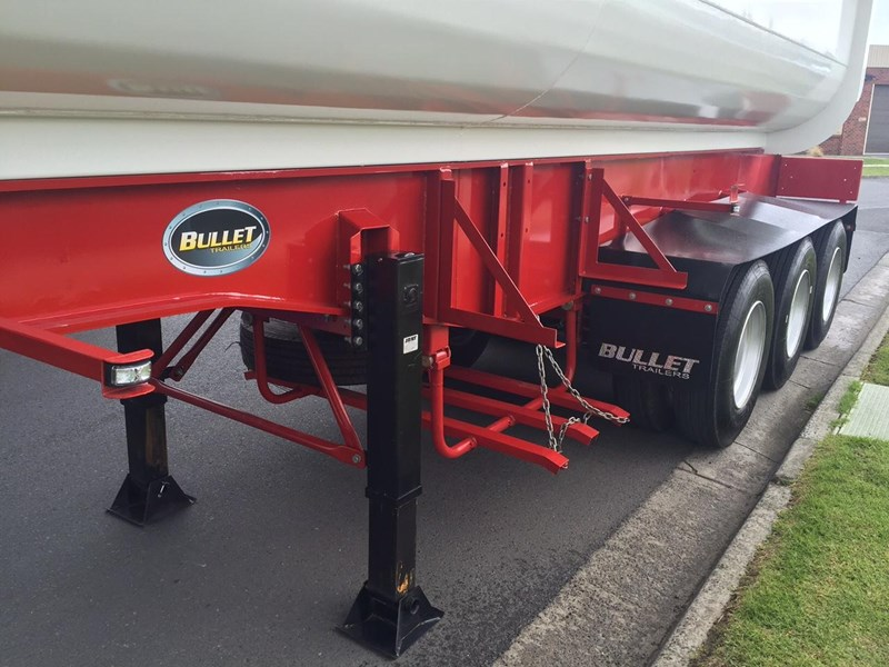 bullet tri axle side tipper 297037 009