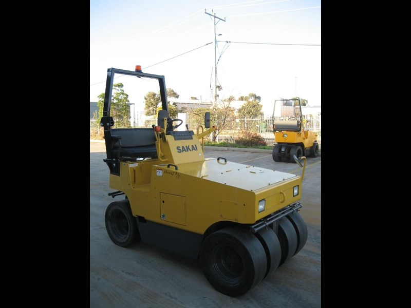 sakai road roller for hire 24708 003