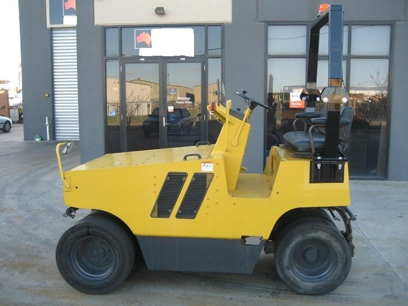 sakai road roller for hire 24708 007