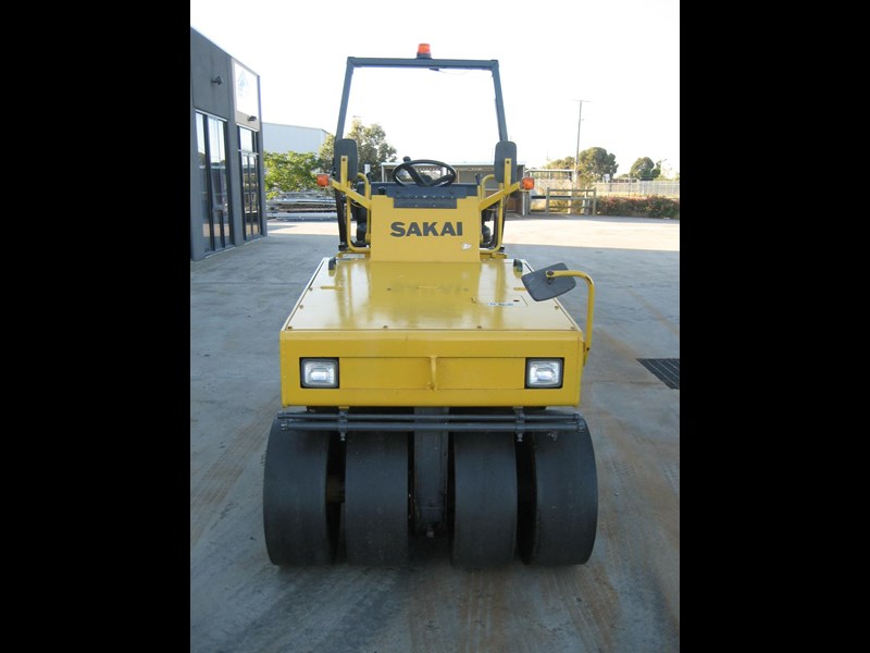 sakai multi tyre roller for hire 23206 009