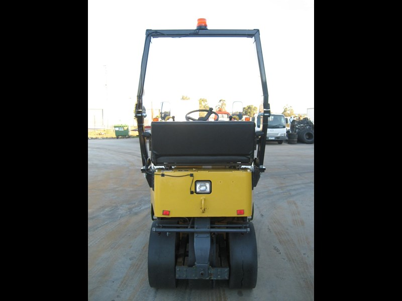 sakai multi tyre roller for hire 23206 011