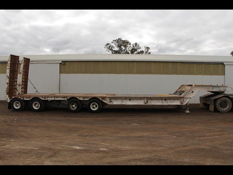 brentwood 4 x 4 low loader semi trailer 300233 005