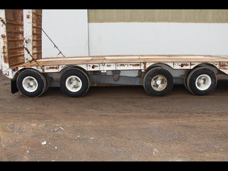 brentwood 4 x 4 low loader semi trailer 300233 015