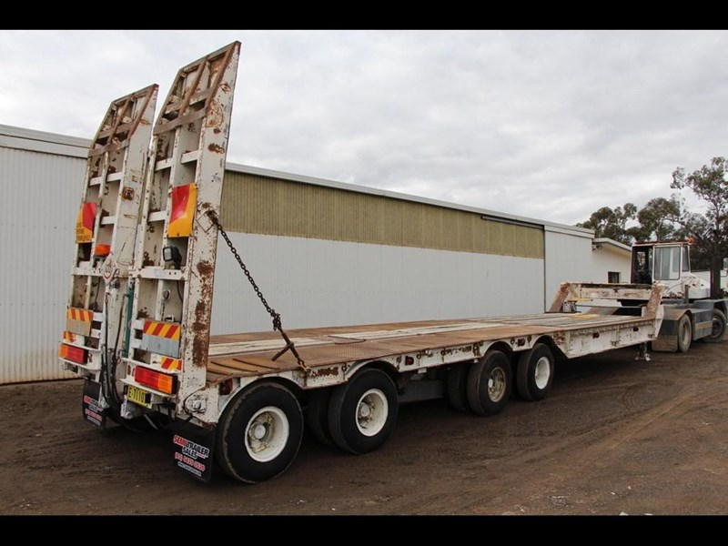 brentwood 4 x 4 low loader semi trailer 300233 017