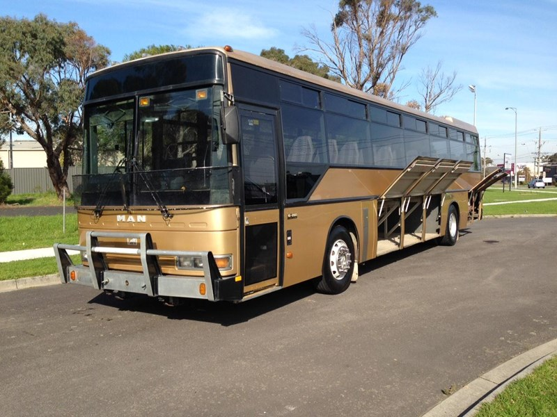 man coach 290 hp 301835 003
