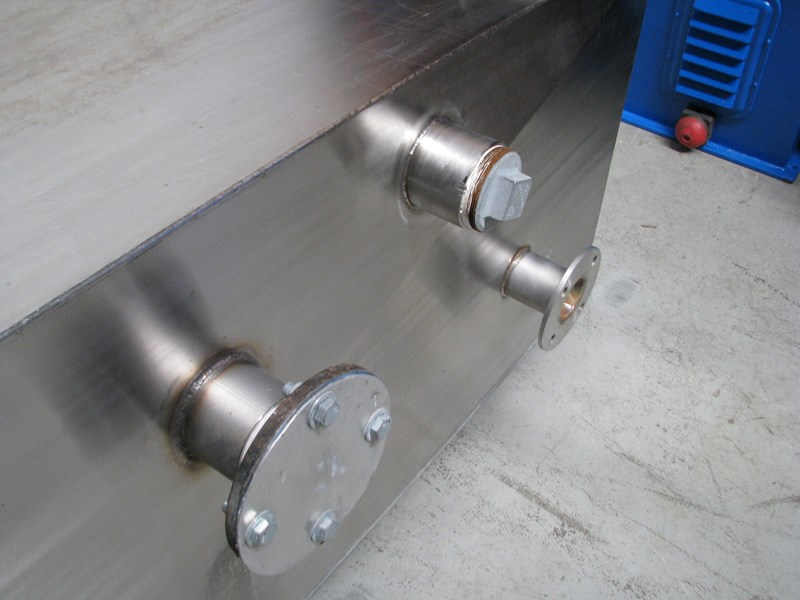 fabricated stainless steel tank 1550l 302605 003