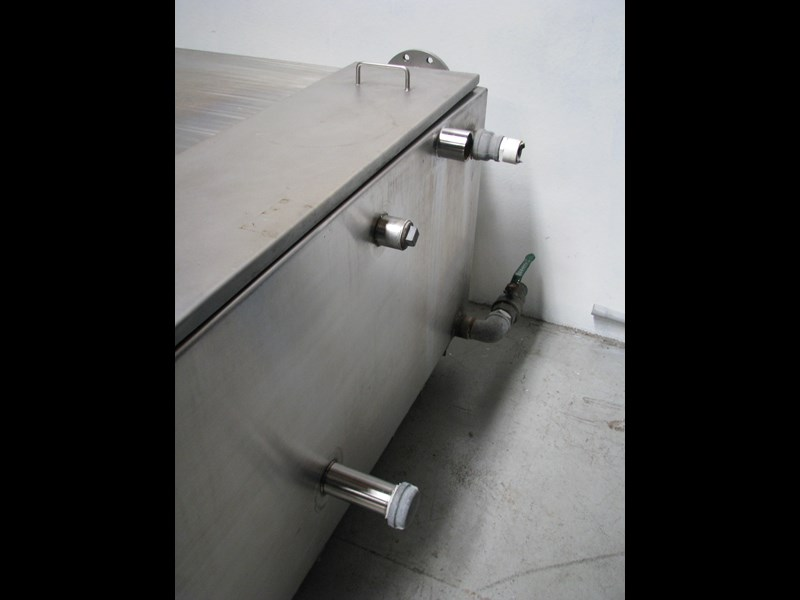 fabricated stainless steel tank 1550l 302605 009
