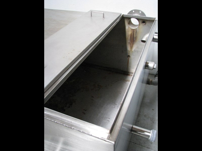 fabricated stainless steel tank 1550l 302605 011