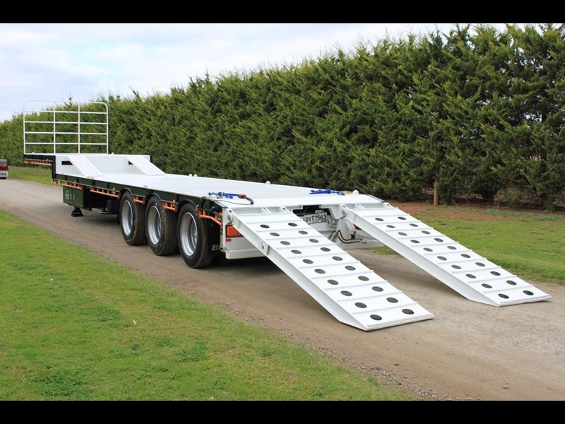 bullet machinery drop deck with ramps 292104 029