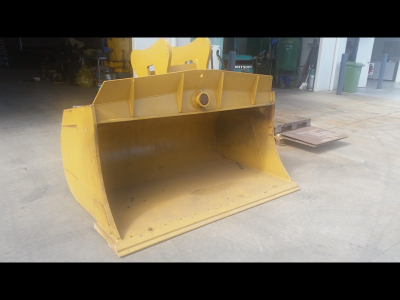 all plant attachments 30 tonne tilting mud bucket 214146 001