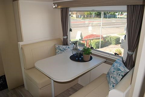 sunliner holiday luxury motorhome 306049 013