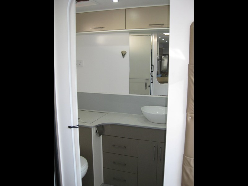 new age oz classic 22ft ensuite 306014 015