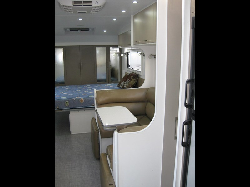 new age oz classic 22ft ensuite 306014 023