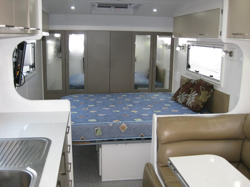 new age oz classic 22ft ensuite 306014 029