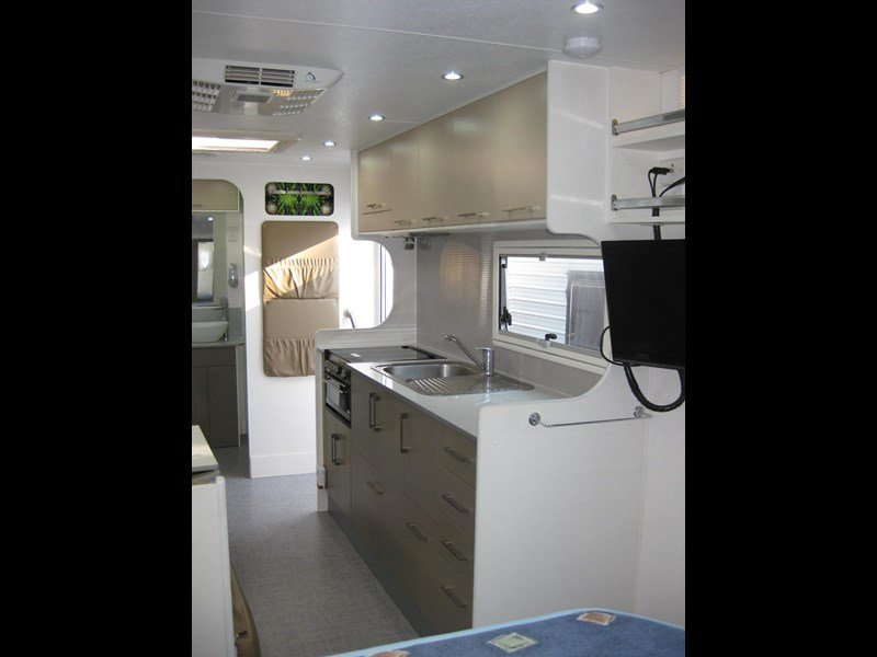 new age oz classic 22ft ensuite 306014 033