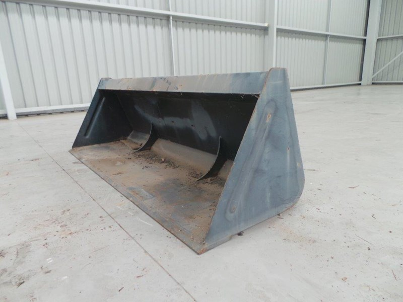 workmate 1860mm gp bucket 313157 001