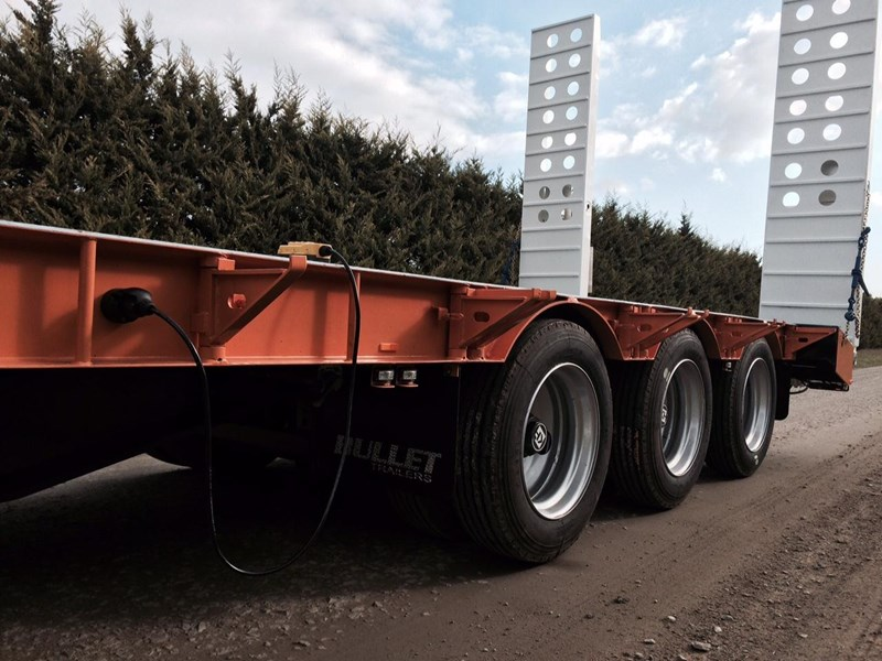 bullet tri axle low loader 295564 009