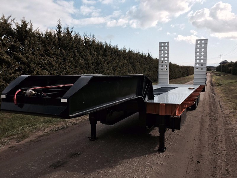 bullet tri axle low loader 295564 010