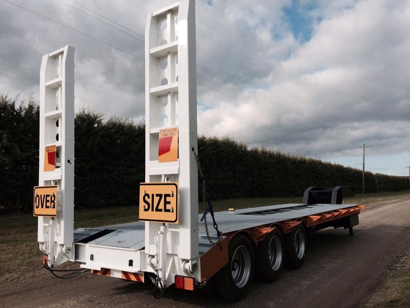 bullet tri axle low loader 295564 001