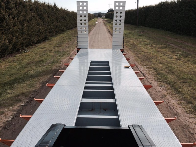 bullet tri axle low loader 295564 002