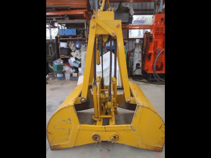 custom chain operated clamshell bucket 323729 011