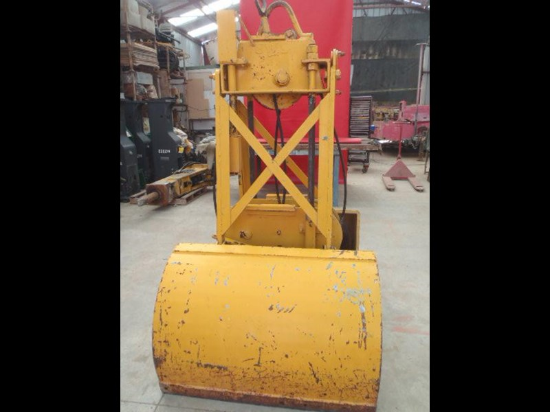 custom chain operated clamshell bucket 323729 017