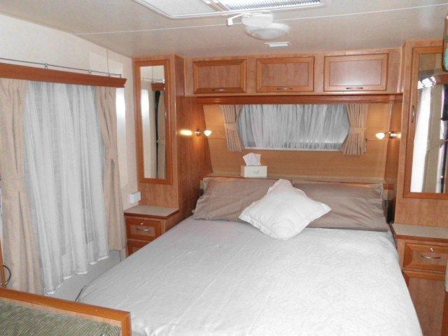 retreat caravans brampton 325097 017
