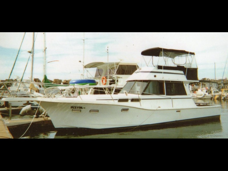 other flybridge cruiser 327335 005