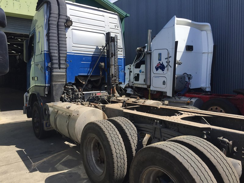volvo fh16 327611 007