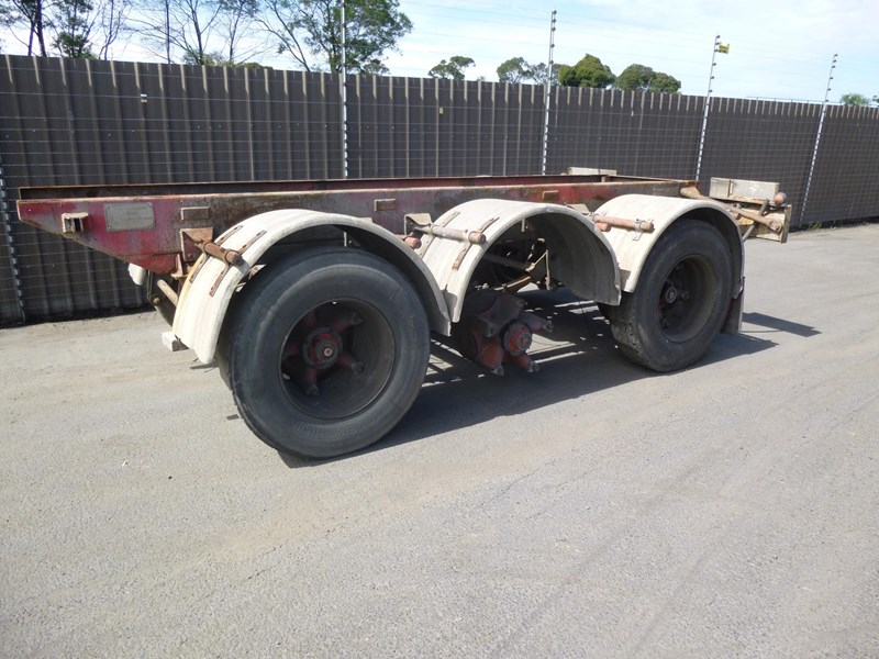 unknown tri axle trailer 330013 001