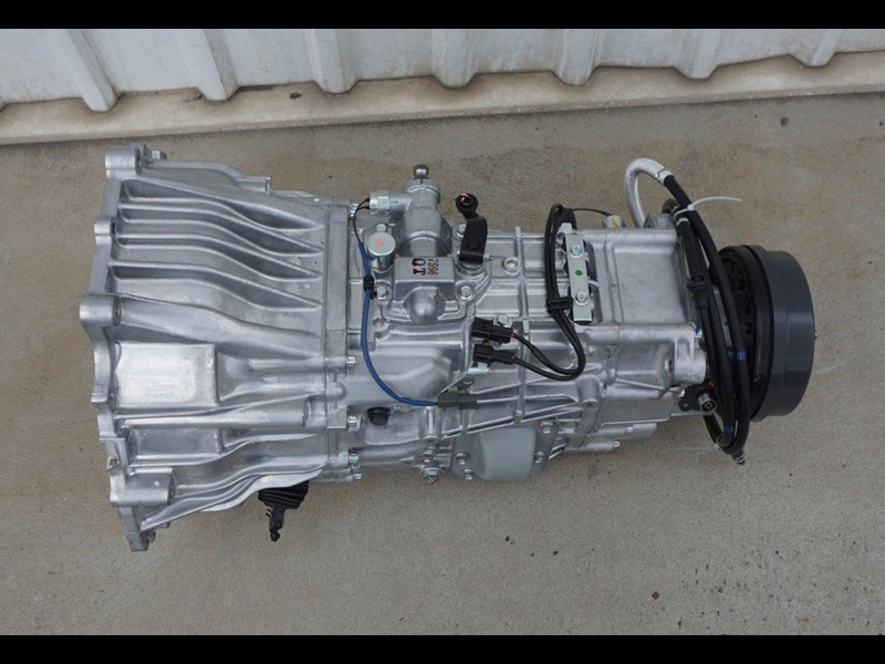mitsubishi rosa 6 speed manual gearbox 333180 009