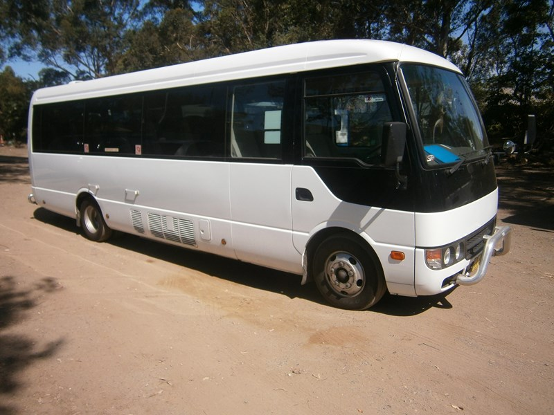 mitsubishi rosa mini coach, 2011 model 335403 003
