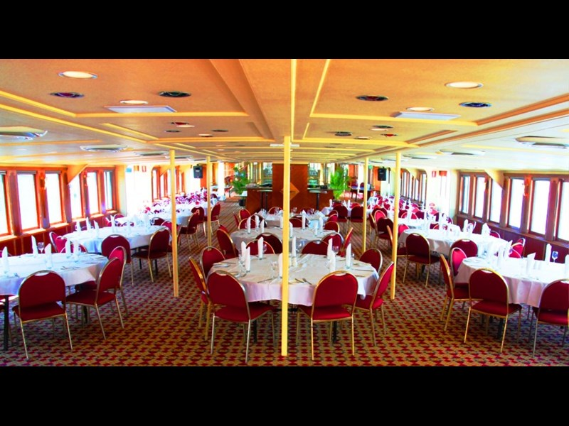 ship / ferry / floating restaurant 337935 009