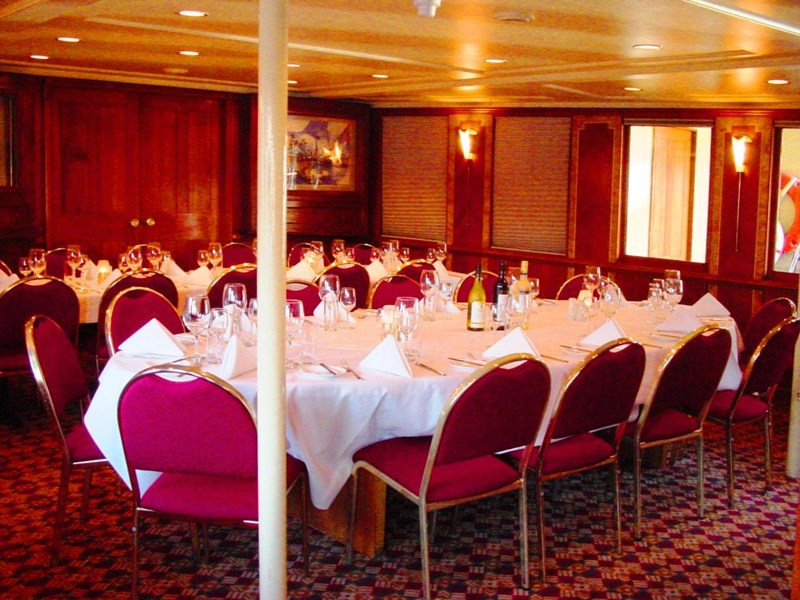 ship / ferry / floating restaurant 337935 003